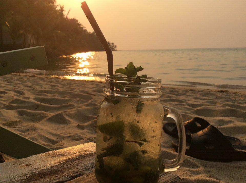 Закат на пляже Бай Лан