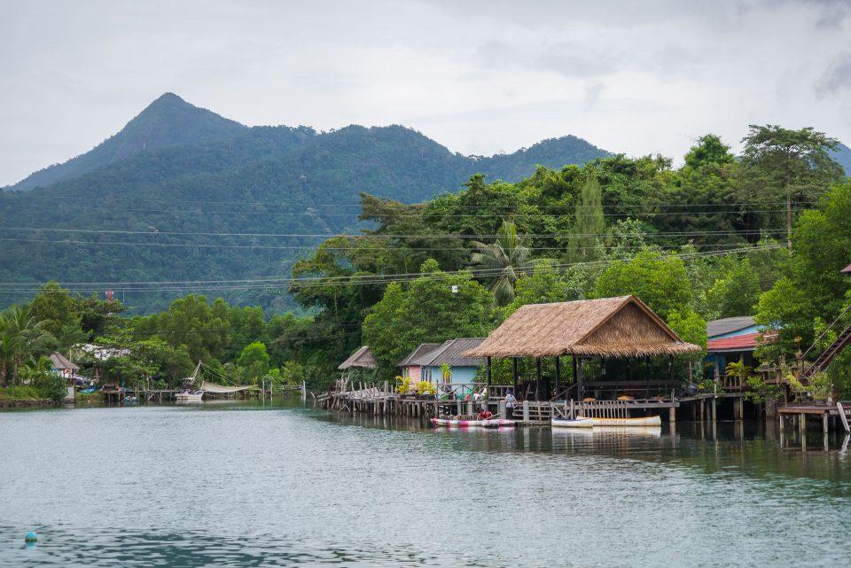 Каякинг по реке в Клонг Прао