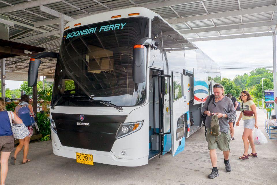 Внешний вид автобуса Бунсири отправляющегося из Бангкока