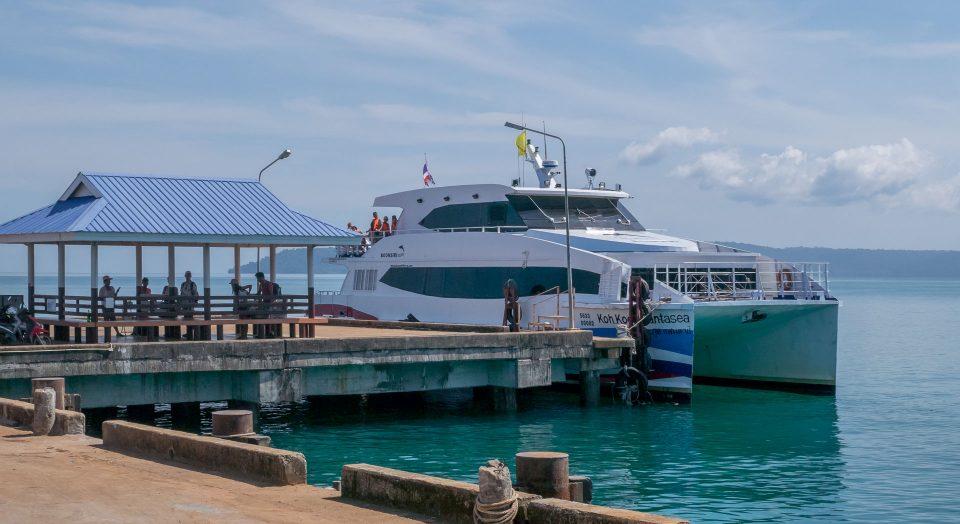 Катамаран Бунсири на острове Ко-Мак