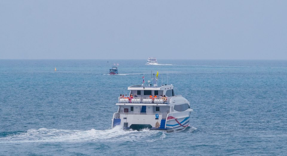 Вид на паромы в море