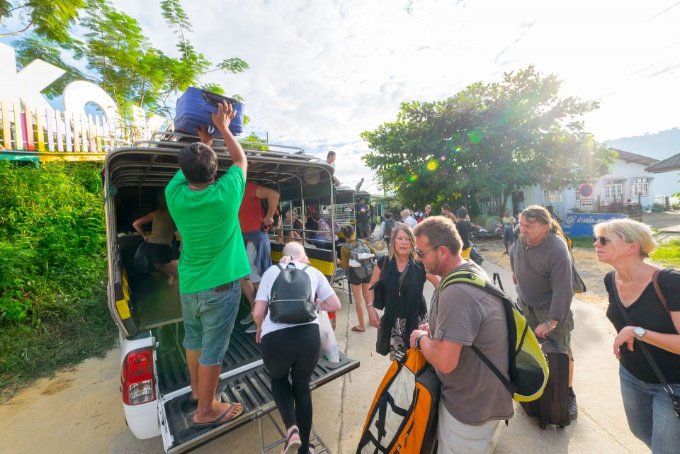 Посадка на джипы по приезду на остров Ко Куд