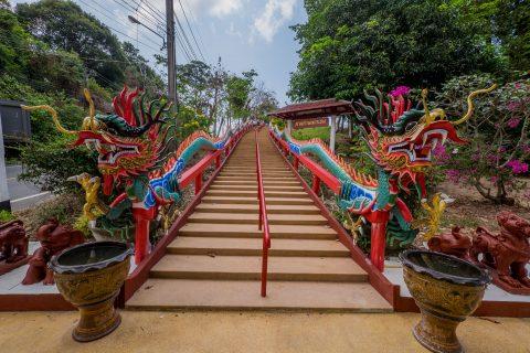Лестница в храме Chao Por